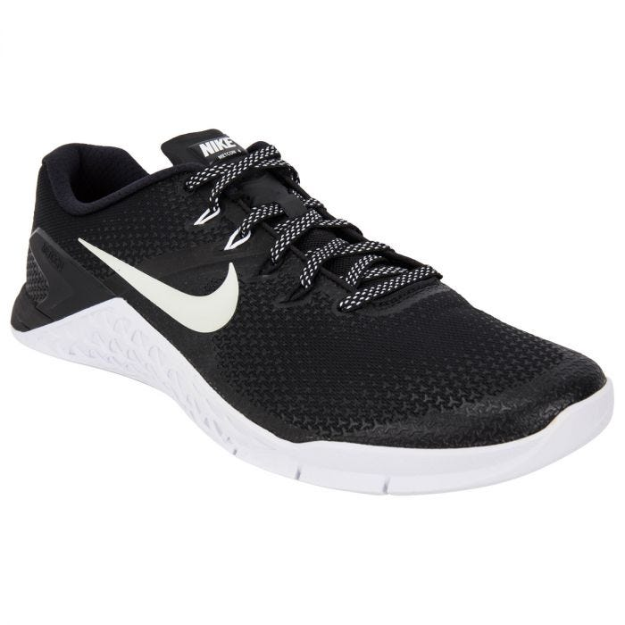 white nike training shoes